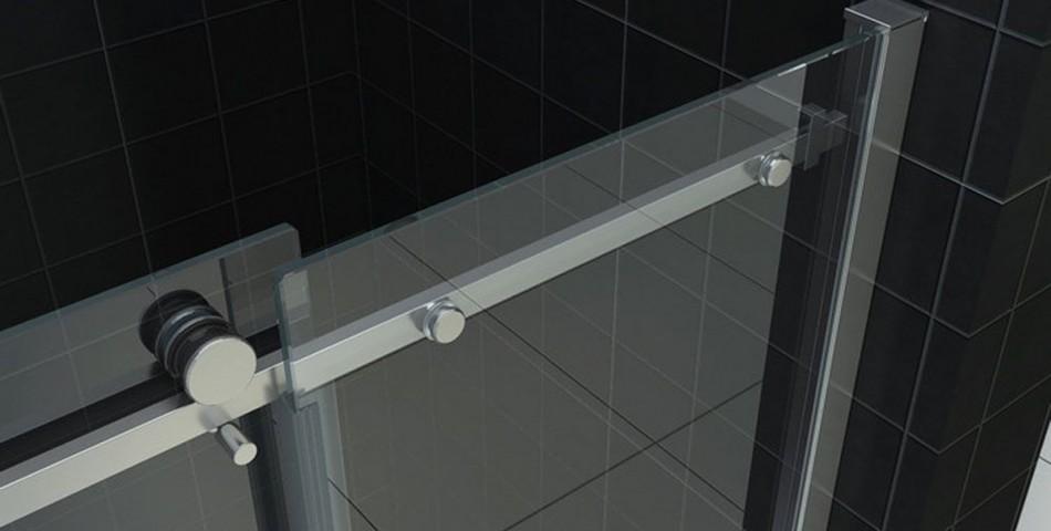 Sliding door for niche
